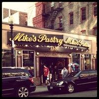 4/25/2013 tarihinde Jessica C.ziyaretçi tarafından Mike's Pastry'de çekilen fotoğraf