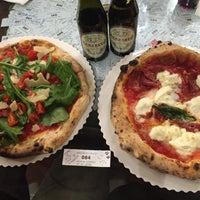 Foto scattata a Gusta Pizza da Filiz Y. il 5/1/2016