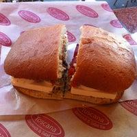 11/8/2012에 Irina M.님이 Toscana Sandwich and Salad Bar에서 찍은 사진