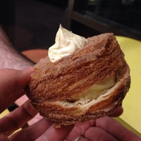 Foto tirada no(a) DK's Donuts and Bakery por Jack em 7/19/2013