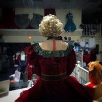 Foto tomada en Pierre's Costumes por brian s. el 11/23/2014