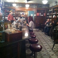 Photo prise au Brooklyn Farmacy & Soda Fountain par andra le12/3/2012