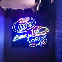Foto tomada en Lottie's Pub por Tony M. el 2/25/2012