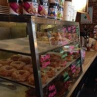Foto scattata a Boxer Donut & Espresso Bar da Julius Erwin Q. il 7/28/2013