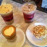 Foto tirada no(a) Intelligentsia Coffee & Tea por Michael Anthony em 3/23/2013