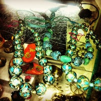 2/11/2013에 Kirsten P.님이 Cure Thrift Shop에서 찍은 사진