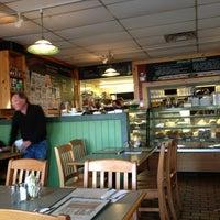 Photo prise au Winona's Restaurant par Angie J. le2/20/2013