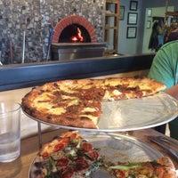รูปภาพถ่ายที่ 1943 Pizza Bar โดย Katie A. เมื่อ 6/28/2015