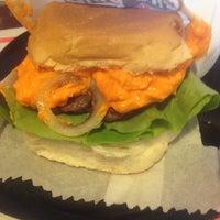 Foto diambil di São Paulo Dog & Burger oleh Luiz Gustavo F. pada 8/23/2014