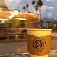 รูปภาพถ่ายที่ Dogtown Coffee โดย Sergey D. เมื่อ 4/24/2013