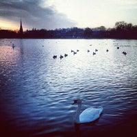 Das Foto wurde bei Kensington Gardens von Titania am 11/23/2012 aufgenommen