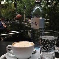 Das Foto wurde bei Ottenthal Weinhandlung & Kaffeehaus von Mark M. am 8/11/2012 aufgenommen