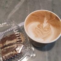 Foto tomada en Isabella's Chocolate Cafe por Oana E. el 9/27/2016