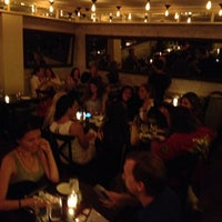 Photo prise au Serena's Wine Bar-Cafe par ozcan o. le6/22/2014