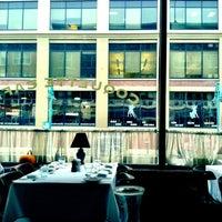 Foto tirada no(a) Coquette Cafe por Matthew G. em 11/8/2012