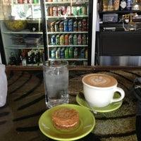Photo prise au Double Trouble Caffeine & Cocktails par Stacey H. le2/17/2013