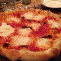 Foto scattata a Pizzeria Delfina da John C. il 11/10/2012