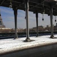 Das Foto wurde bei Pont de Bir-Hakeim von Arthur C. am 3/13/2013 aufgenommen