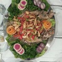 Снимок сделан в Cunda Balık Restaurant пользователем Ozgur B. 12/23/2012