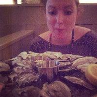 รูปภาพถ่ายที่ Mermaid Oyster Bar โดย Barry H. เมื่อ 5/8/2013