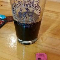 Foto tirada no(a) Southbound Brewing Company por Shooter M. em 1/10/2015