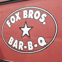 รูปภาพถ่ายที่ Fox Bros. Bar-B-Q โดย Lachlan R. เมื่อ 9/2/2013