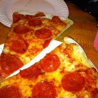 Das Foto wurde bei Sal & Carmine's Pizza von Mitch Z. am 5/2/2012 aufgenommen