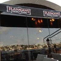 Foto tomada en Flanagan's Irish Pub & Restaurant por Alicia H. el 7/21/2012