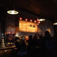 Das Foto wurde bei Hot Bird von daire m. am 3/17/2012 aufgenommen