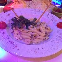 8/24/2012 tarihinde SeyrA💋ziyaretçi tarafından Angels Restaurant & Bar'de çekilen fotoğraf