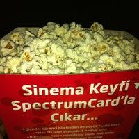 รูปภาพถ่ายที่ Spectrum Cineplex โดย Murat E. เมื่อ 6/16/2012