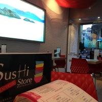 5/2/2012にDailo A.がSushi Store Expressで撮った写真