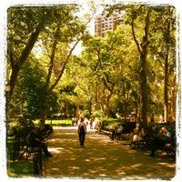 รูปภาพถ่ายที่ Madison Square Park โดย Sarah D. เมื่อ 5/31/2012