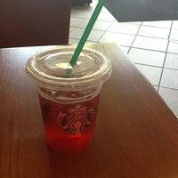 รูปภาพถ่ายที่ Starbucks โดย Chris A. เมื่อ 6/27/2012