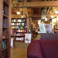 Foto tirada no(a) Tattered Cover Bookstore por Dee S. em 6/14/2012
