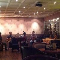 Foto tirada no(a) Vino Bar por Miranti H. em 9/8/2012