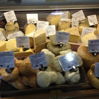 Foto tomada en Beecher's Handmade Cheese por Shawna B. el 6/27/2012
