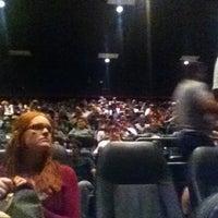 Das Foto wurde bei Regal Cinemas Fox 16 & IMAX von KJ am 7/20/2012 aufgenommen