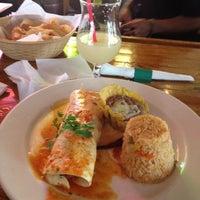 Foto tomada en La Parrilla Mexican Restaurant por Kali J. el 7/7/2012