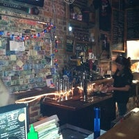 2/25/2012 tarihinde Ralph G.ziyaretçi tarafından Jack Brown's Beer & Burger Joint'de çekilen fotoğraf