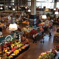 Das Foto wurde bei Whole Foods Market von Stephanie P. am 5/24/2012 aufgenommen