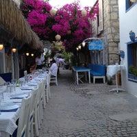 6/30/2012 tarihinde Funda K.ziyaretçi tarafından Karina Balık Restaurant'de çekilen fotoğraf
