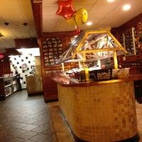 Das Foto wurde bei Four Seasons Diner & Bakery von CENTURY 21 Advantage Gold am 5/8/2012 aufgenommen