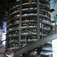6/9/2012 tarihinde Crystal H.ziyaretçi tarafından Purple Café & Wine Bar'de çekilen fotoğraf