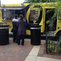 Das Foto wurde bei Curley's Q BBQ Food Truck & Catering von Dion H. am 6/1/2012 aufgenommen