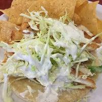 Das Foto wurde bei Baja Fish Tacos von Shelby B. am 1/27/2015 aufgenommen