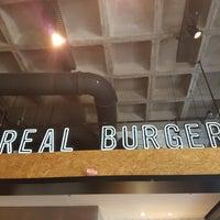Foto tirada no(a) Real Burger por Enzo M. em 4/20/2017