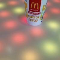 Foto tomada en McDonald's por Steve C. el 10/11/2014