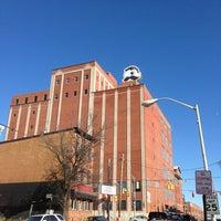 Foto diambil di Natty Boh Tower oleh Elliott P. pada 1/19/2013