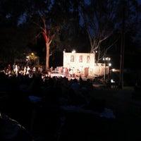 Foto scattata a Griffith Park Free Shakespeare Festival da Lee A. il 7/1/2013